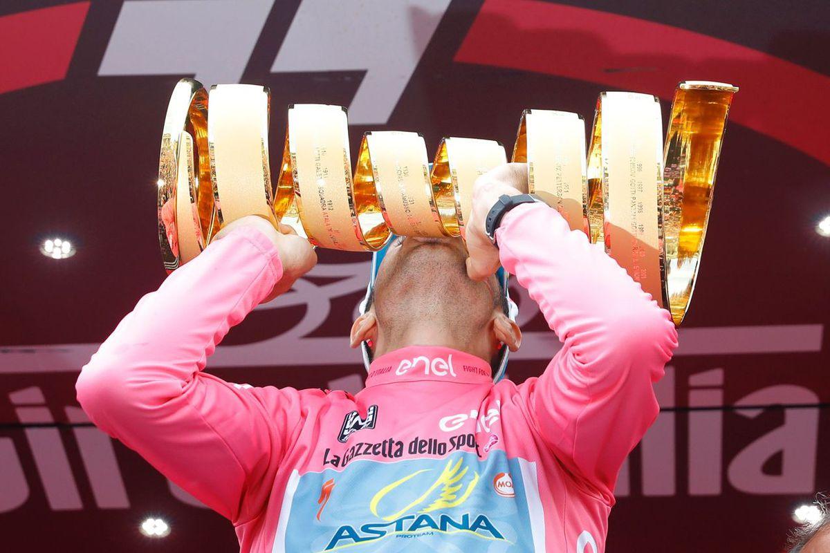 The Trofeo Senza Fine, the Giro's never-ending trophy, held aloft by Vincenzo Nibali