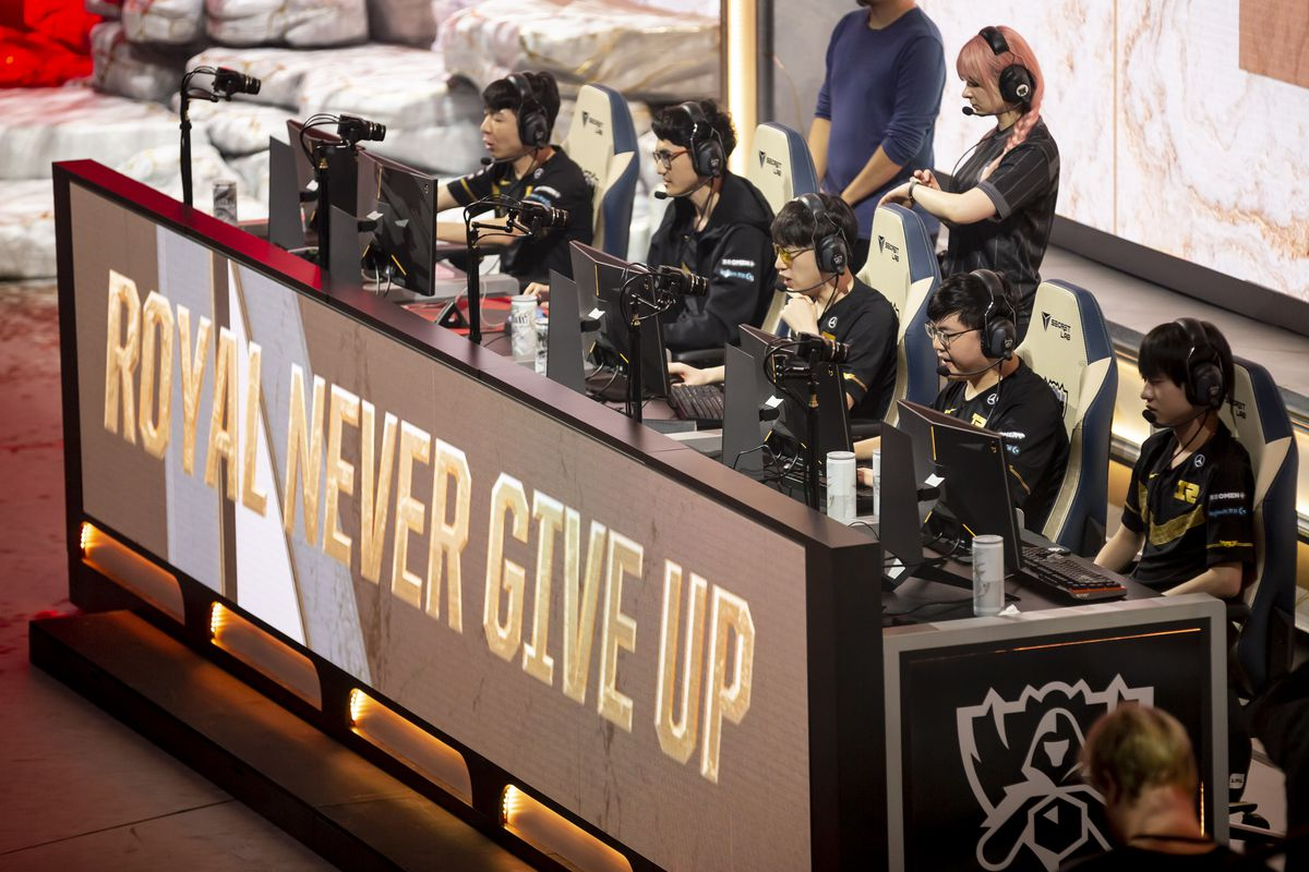 """The e-sport team RNG (Royal Never Give Up) will compete in the group phase of the e-sport """"League of Legends"""" World Championship at the Verti Music Hall."""