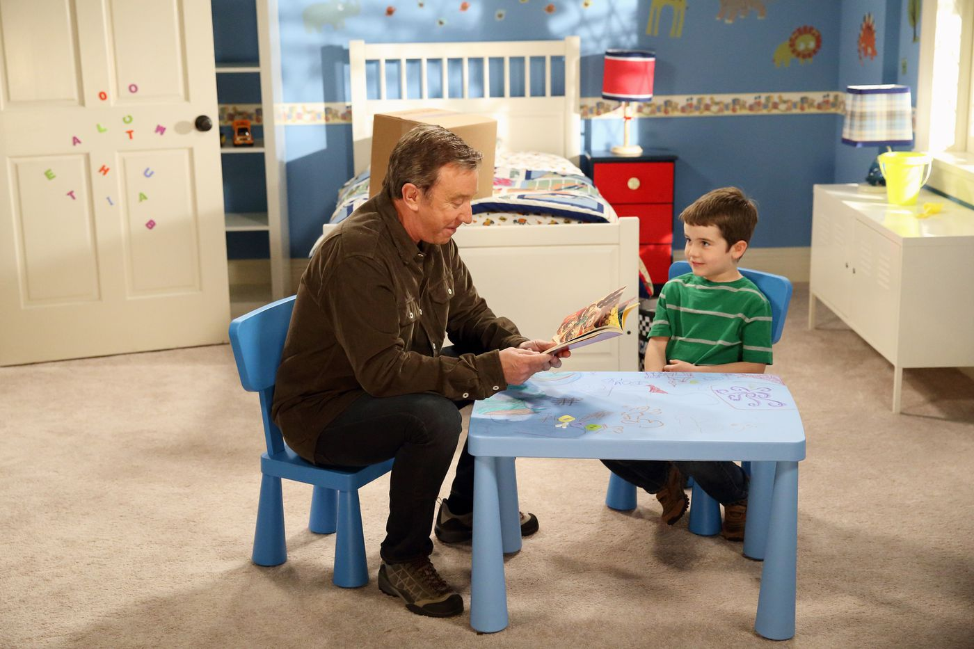Amazing Last Man Standing Review Tim Allens Sitcom Is Back On Fox Download Free Architecture Designs Scobabritishbridgeorg