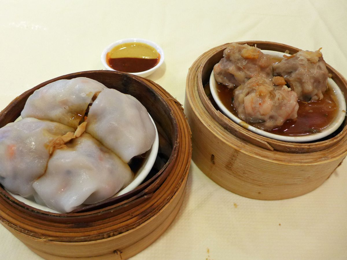 Buddhist rice noodle rolls and minced beef balls