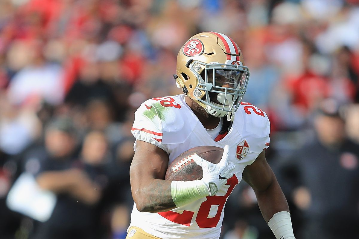 49ers' Carlos Hyde Injures Hip vs. Rams, Questionable to Return