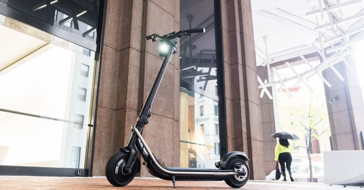Boosted's first electric scooter is a $1,599 vehicle built to conquer city streets - The Verge