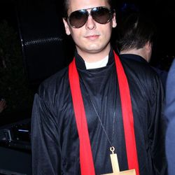 Kardashian baby daddy Scott Disick edged even closer into Patrick Bateman territory in this ironic priest outfit.