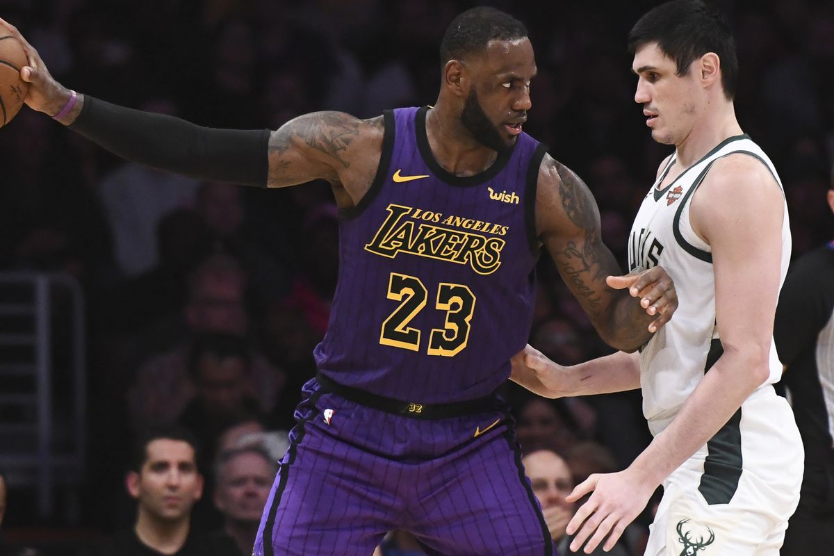 Los Angeles Lakers forward LeBron James is guarded by Milwaukee Bucks forward Ersan Ilyasova during the second half at Staples Center.