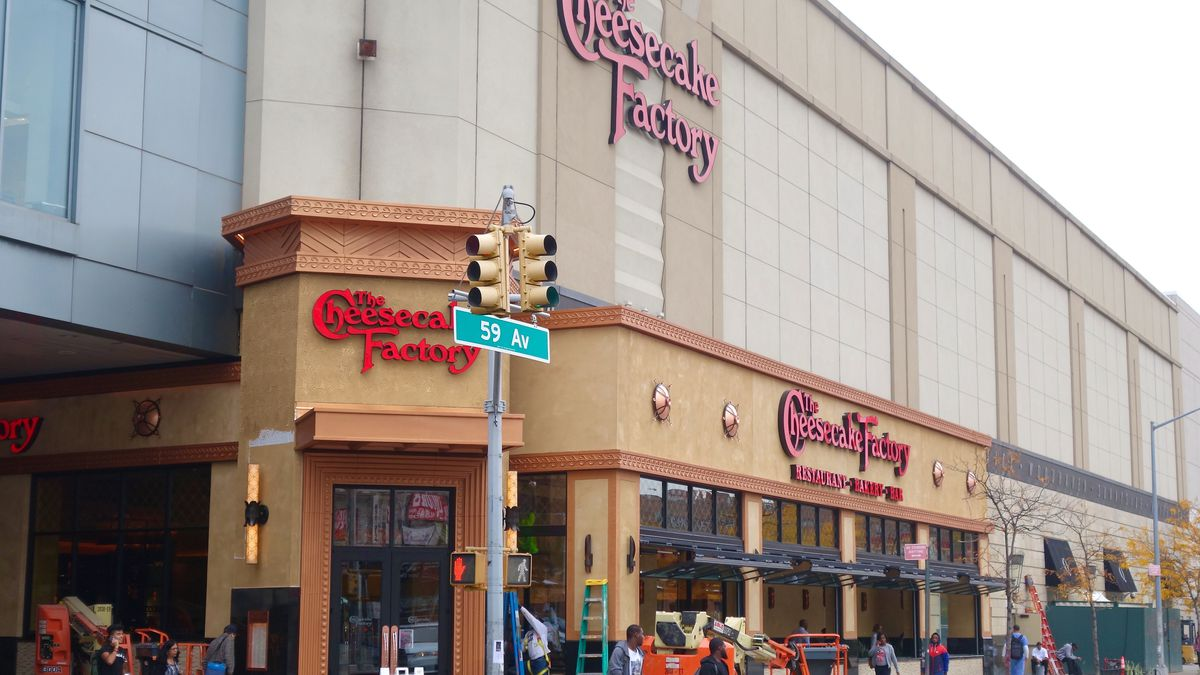Nyc S First Cheesecake Factory Will Blast Open Its Doors