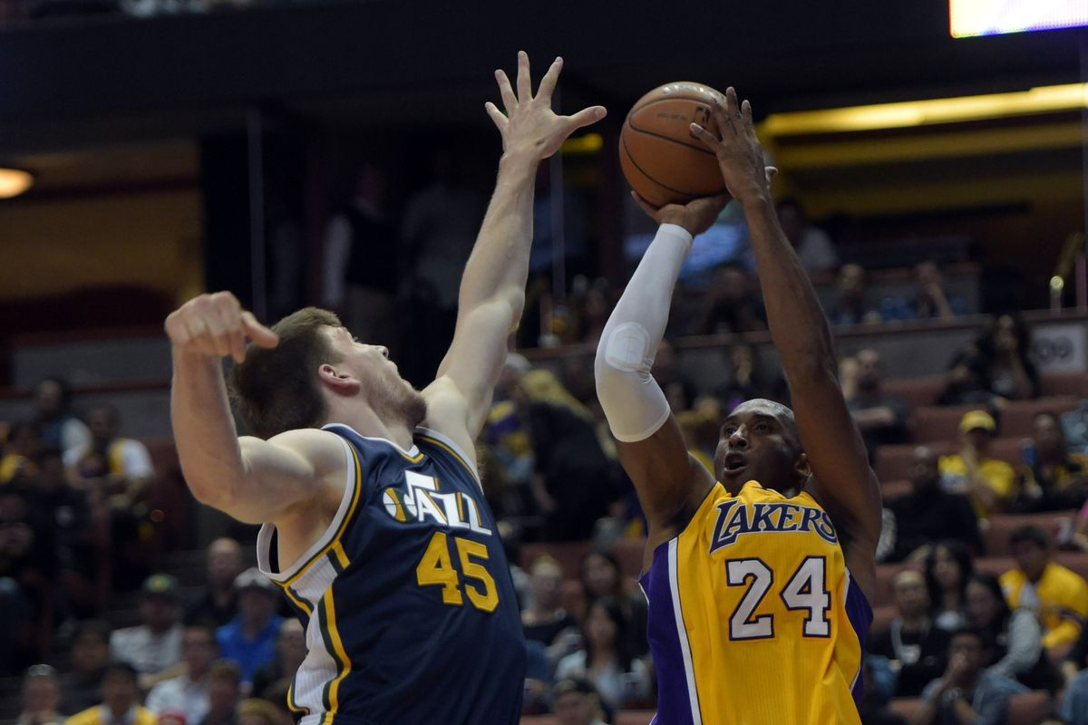 """""""That's right Kobe, your team is watching you take jumpers over Jack Cooley in 33 point losses. At home."""""""