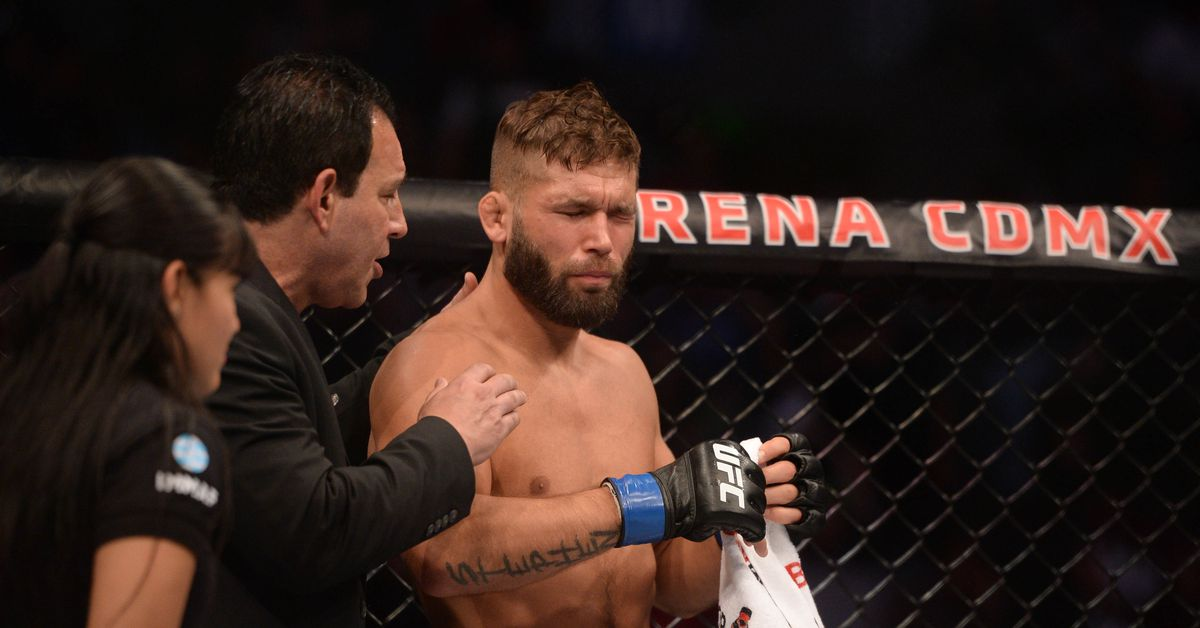 Fans litter Octagon after Yair Rodriguez vs. Jeremy Stephens ends early following eye poke – MMA Fighting