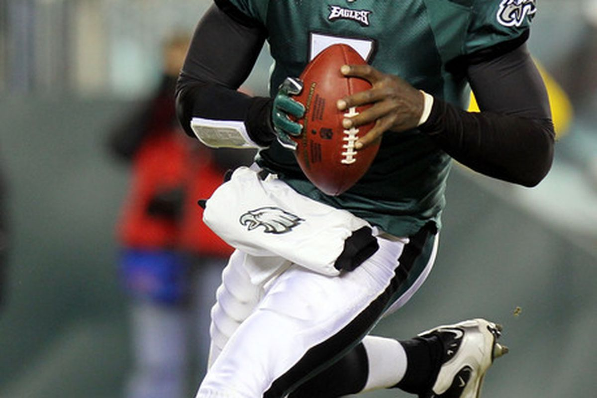 Michael Vick of the Philadelphia Eagles runs with the ball against the New York Giants at Lincoln Financial Field on November 21 2010 in Philadelphia Pennsylvania.  (Photo by Nick Laham/Getty Images)