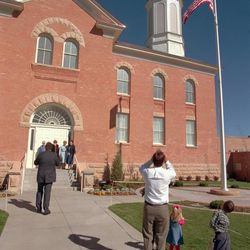 People photograph the new temple in Vernal, Utah, during the open house in 1997.