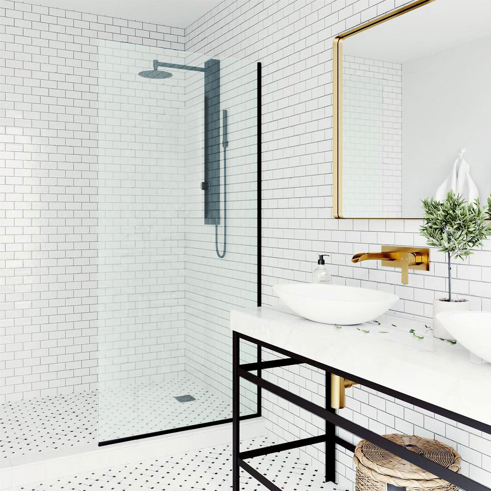Spray screen on a shower