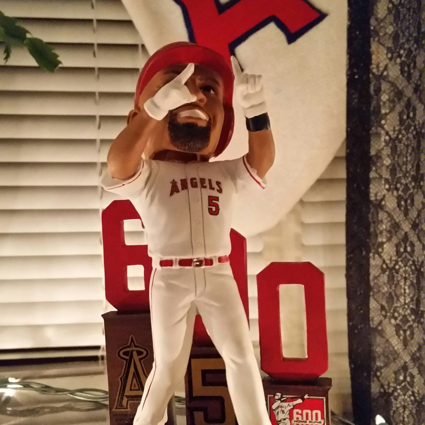 The holiday gift guide for that crazed angels fan in your life the holiday gift guide for that crazed angels fan in your life halos heaven malvernweather Choice Image
