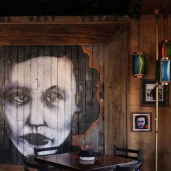 Artist Frank Campagna did Vagabond's murals. <em>[Photos: Margo Sivin/EDFW]</em></span>