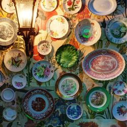 Plates decorating a wall