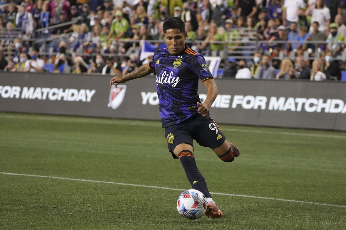 Seattle Sounders forward Raul Ruidiaz (9) in action during an MLS match between the Portland Timbers and the Seattle Sounders on August 29, 2021 at Lumen Field in Seattle, WA.