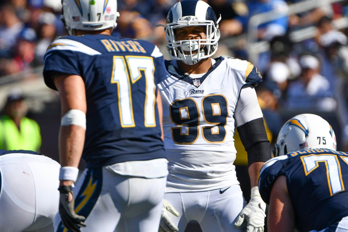 Los Angeles Rams DL Aaron Donald stares down Los Angeles Chargers QB Philip Rivers, Sep. 23, 2018.