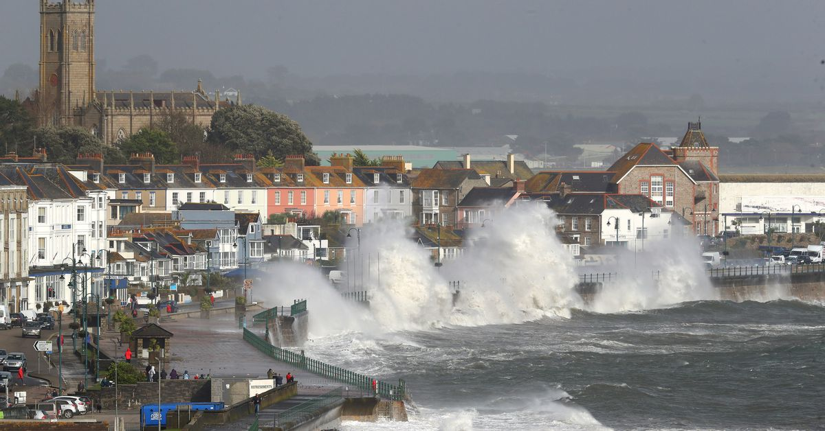 Storm Ophelia hits Ireland, prompting first ever severe weather alert for the entire country