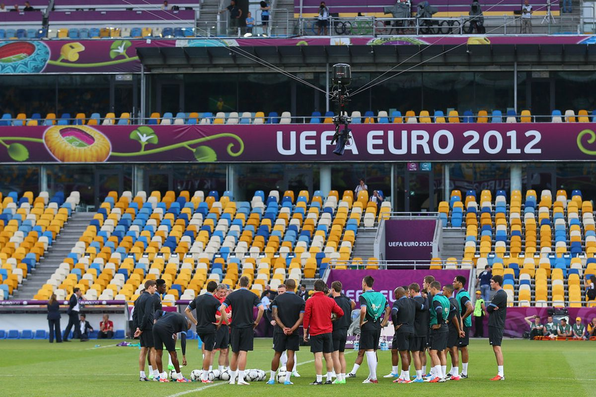 KIEV, UKRAINE - JUNE 14:  Roy Hodgson the coach of England talks to his squad during a UEFA EURO 2012 training session at the Olympic Stadium on June 14, 2012 in Kiev, Ukraine.  (Photo by Alex Livesey/Getty Images)