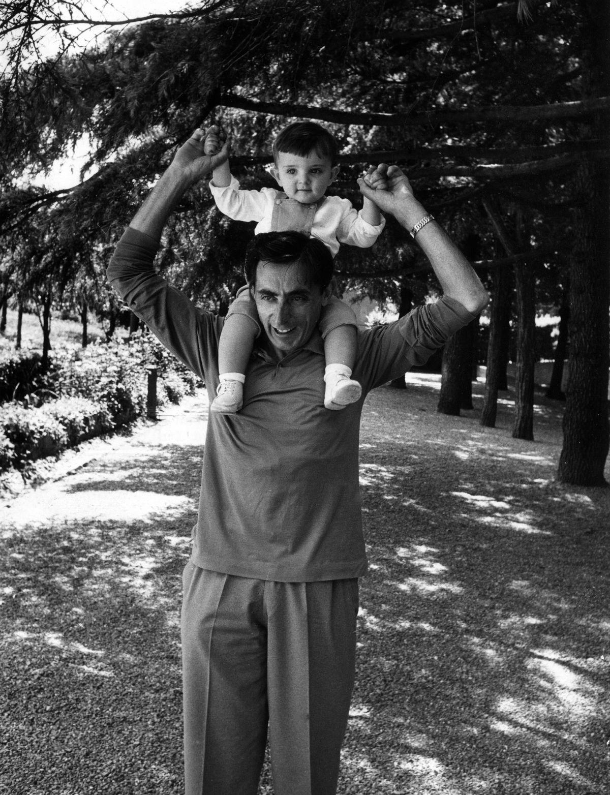 Fausto Coppi com seu filho Angelo