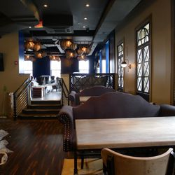 Upstairs, the decor is inspired by the industrial era, train stations and train travel.