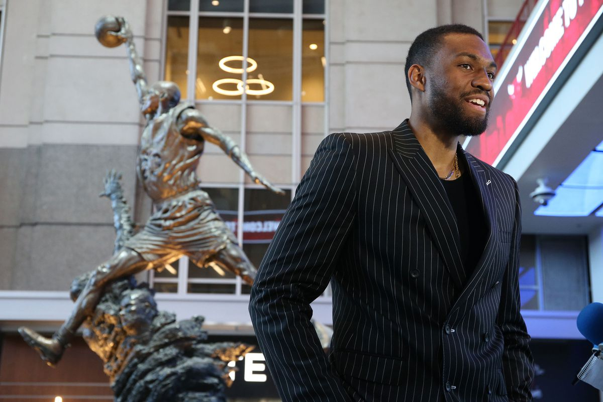93e803175 Jabari Parker is a war of the head vs. the heart for the Chicago Bulls