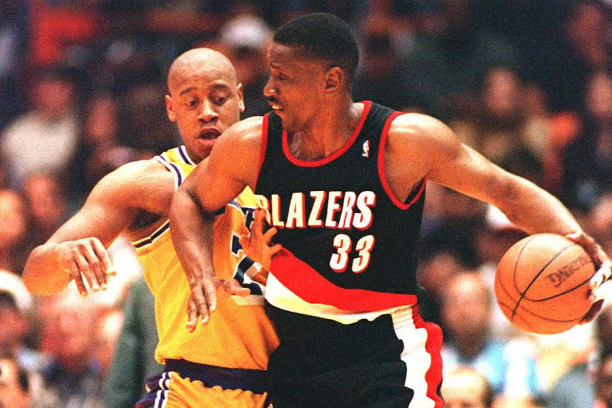 Anthony Miller of the Los Angeles Lakers (L) tries