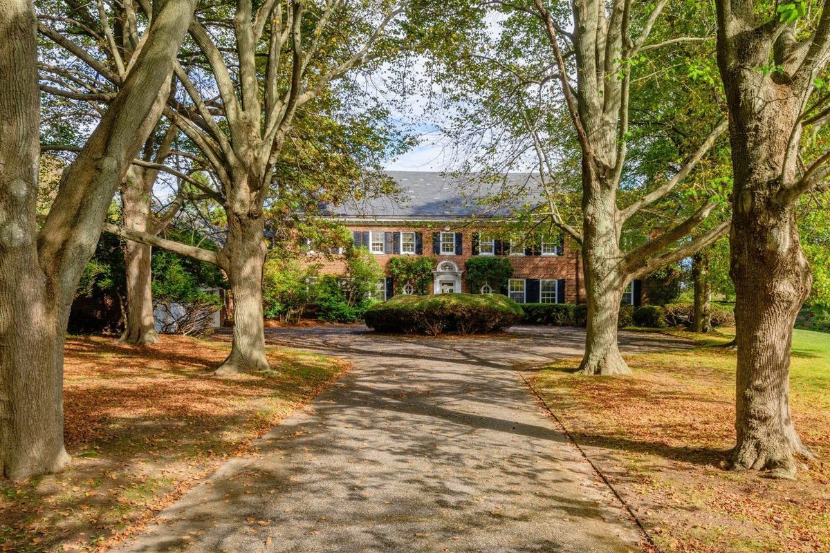 217 Rose Hill Road, Water Mill