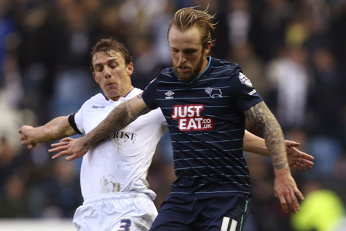Stephen Warnock will now don Derby's colors after he signed an 18-month deal.