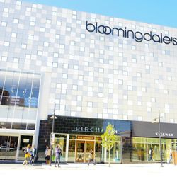 Bloomingdale's at the Glendale Galleria is located at 103 S Brand Blvd. Hours are from Monday to Saturday from 10am to 9pm and Sunday from 11am to 7pm.