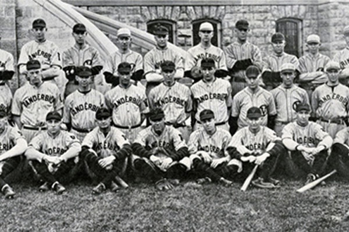 If it's baseball season, that means its time for more awesome old-school photos.