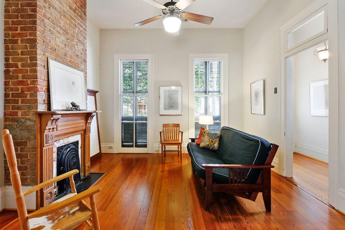 The Sidewall Shotgun Has A Traditional Living Den And Foyer Highlights Include Hardwood Flooring 12 Foot Ceilings Pocket Doors Exposed Brick