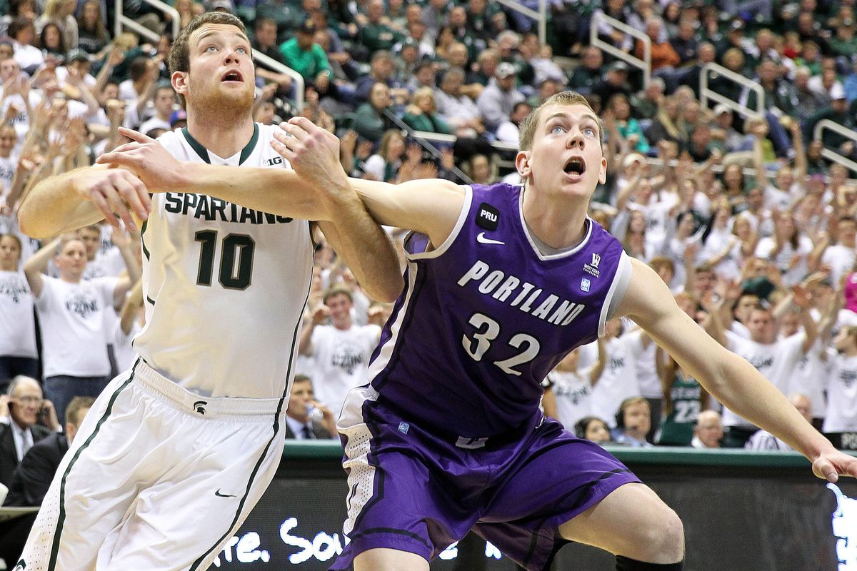 The Pilots held off LMU to keep their roll going.