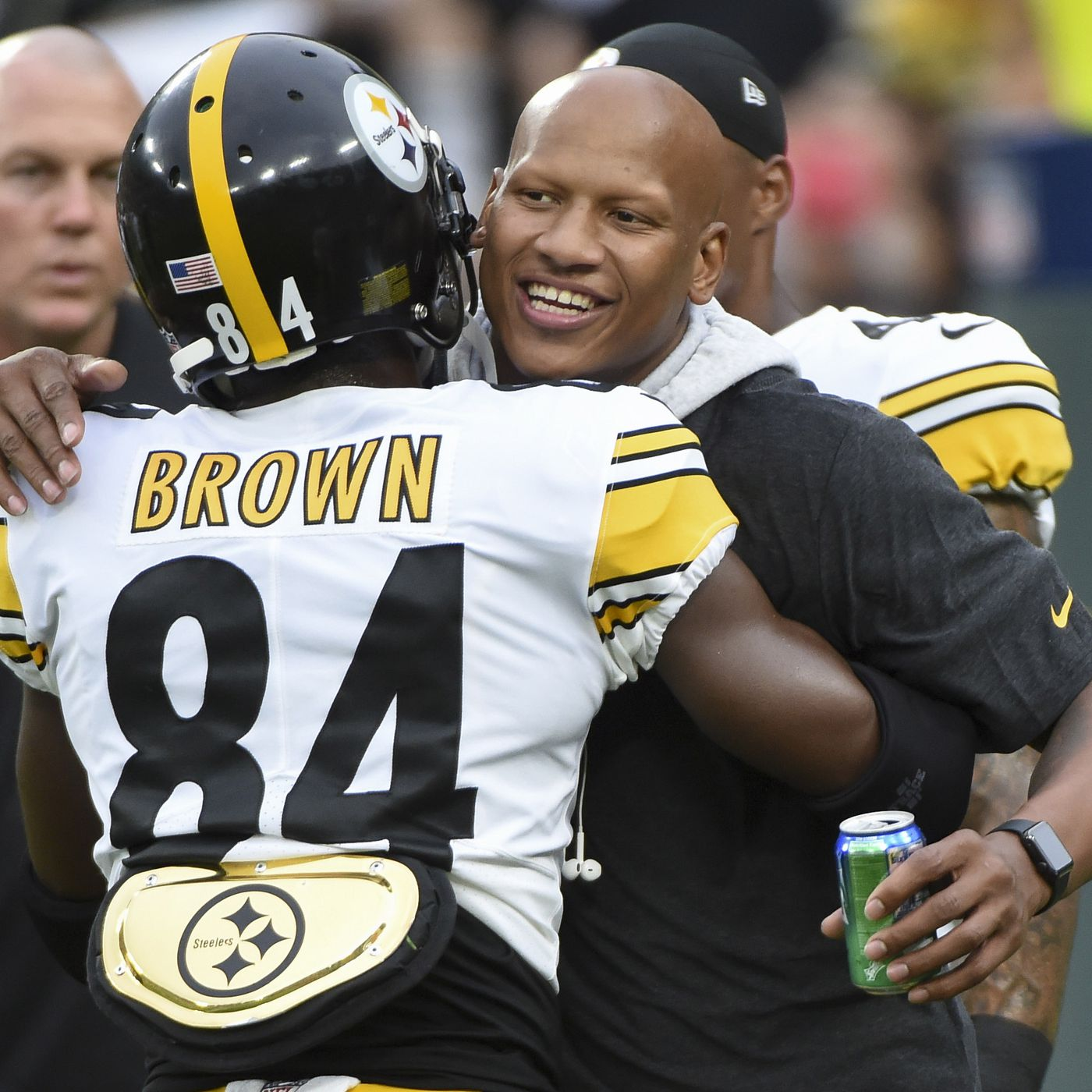 c5eafe2d022 Watch Ryan Shazier walk out of the tunnel with the linebackers at Steelers  Family Fest