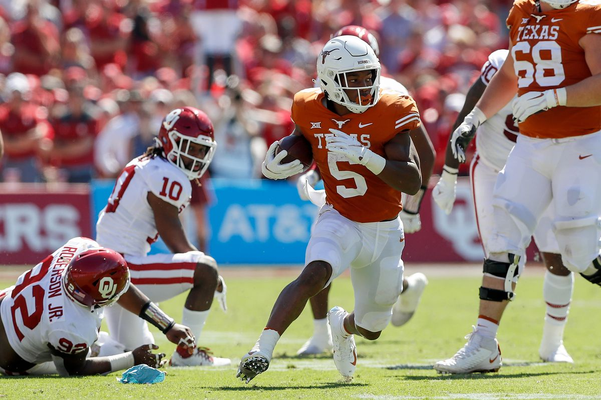 Bijan Robinson of the Texas Longhorns rushes the ball in the second quarter against the Oklahoma Sooners during the 2021 AT&T Red River Showdown at Cotton Bowl on October 09, 2021 in Dallas, Texas.