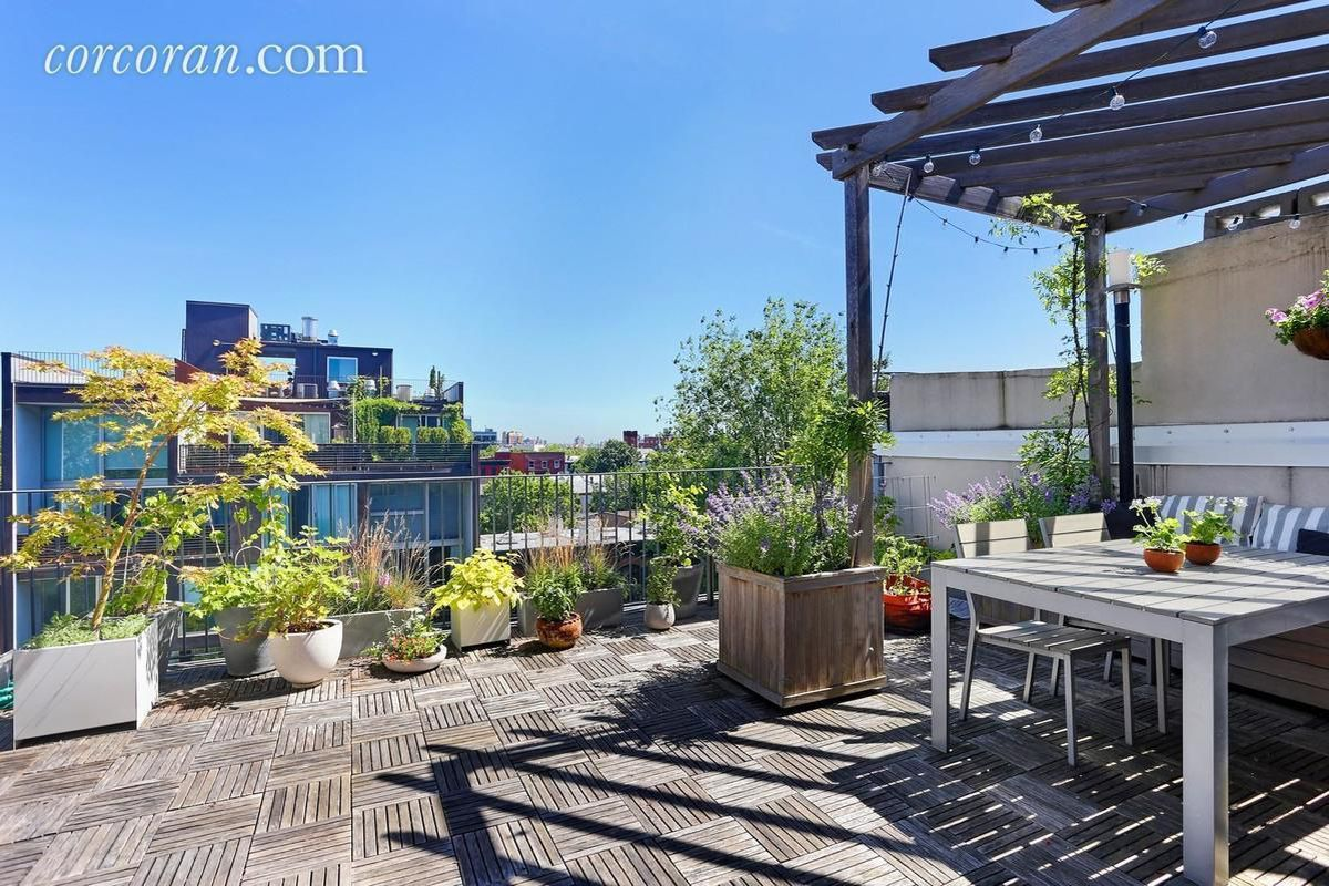5 new york apartments for sale with lovely outdoor spaces for Apartments nyc for sale