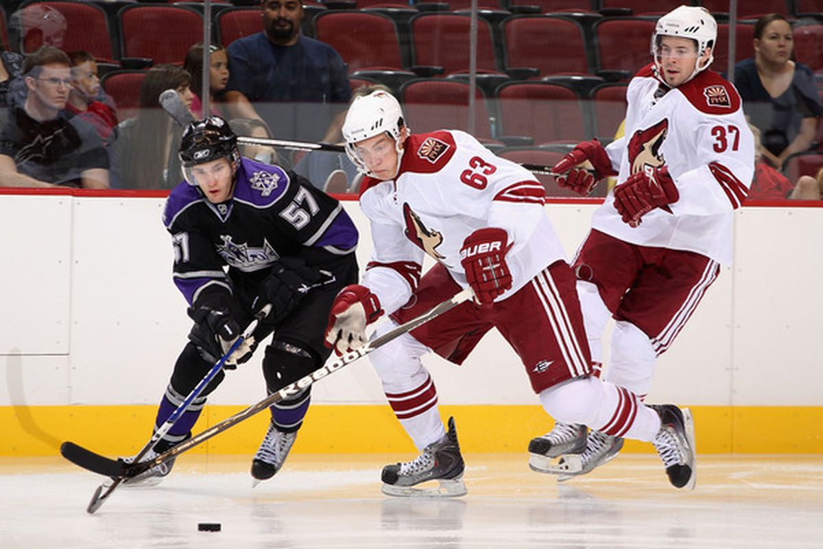 """GLENDALE AZ - SEPTEMBER 15:  Linden Vey is listed as 6', Philip Lane (#63) 6'2"""".  Hard to tell from the picture, but I don't think Vey looks 5'10"""" like the Times article says. (Photo by Christian Petersen/Getty Images)"""
