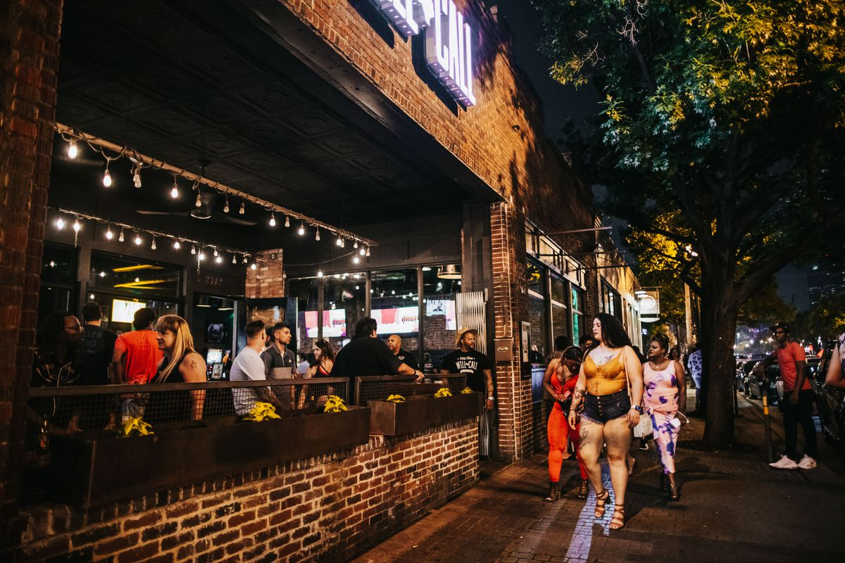 NewsOpener What Dallas's Busiest Bar District Looked Like on Reopening Weekend
