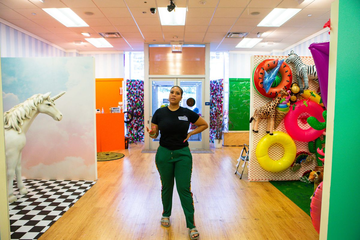 Zhazha Casanova has created a series of themed selfie rooms with plenty of diverse backgrounds at Magic Selfies.