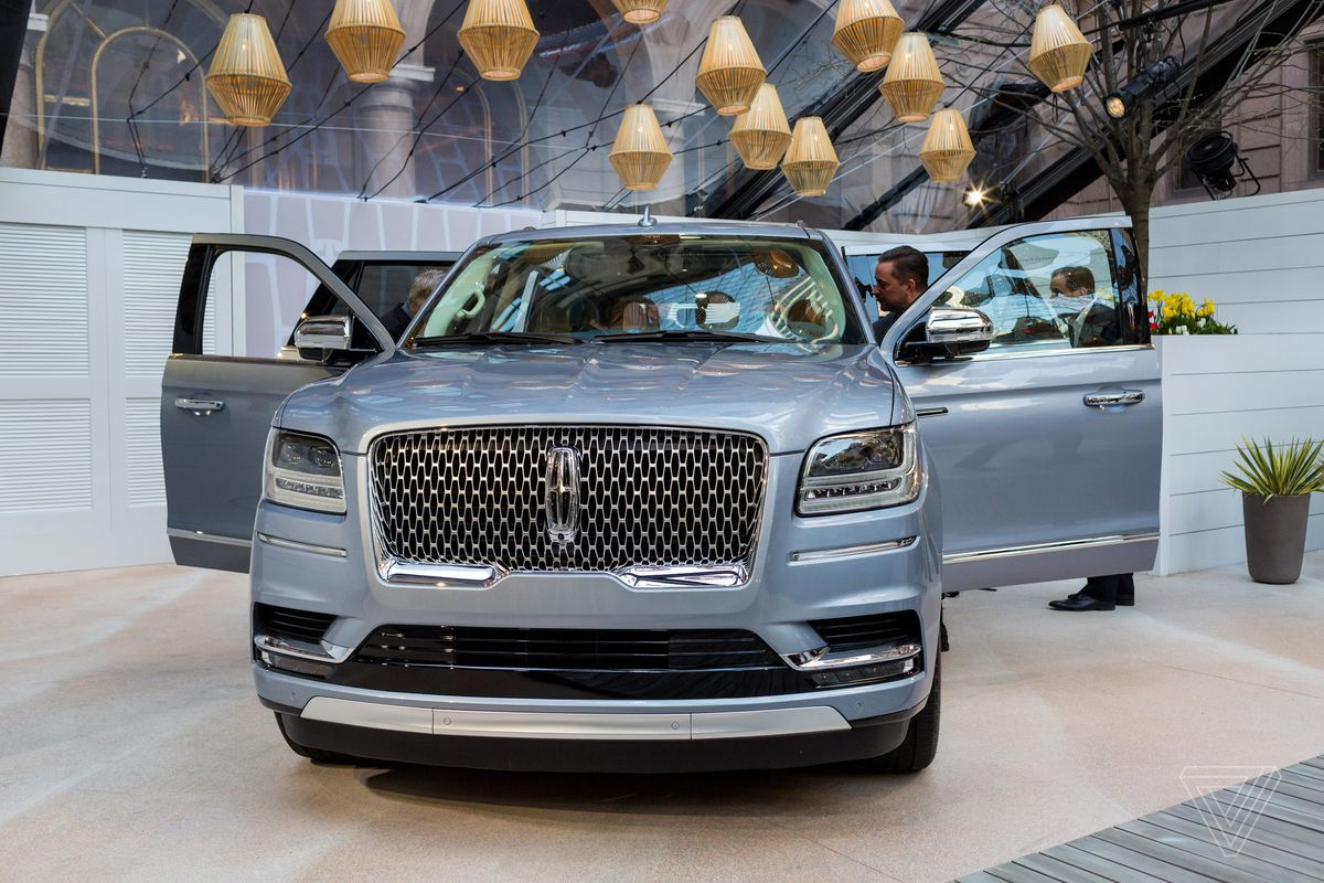 The new Lincoln Navigator is elegant luxury in a gigantic package ...