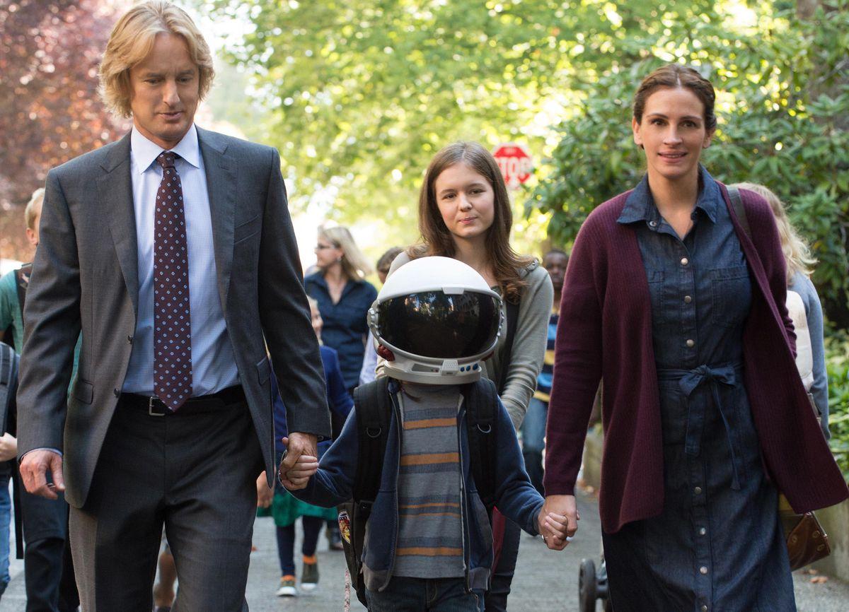 Owen Wilson, Jacob Tremblay, Izabela Vidovic, and Julia Roberts in Wonder
