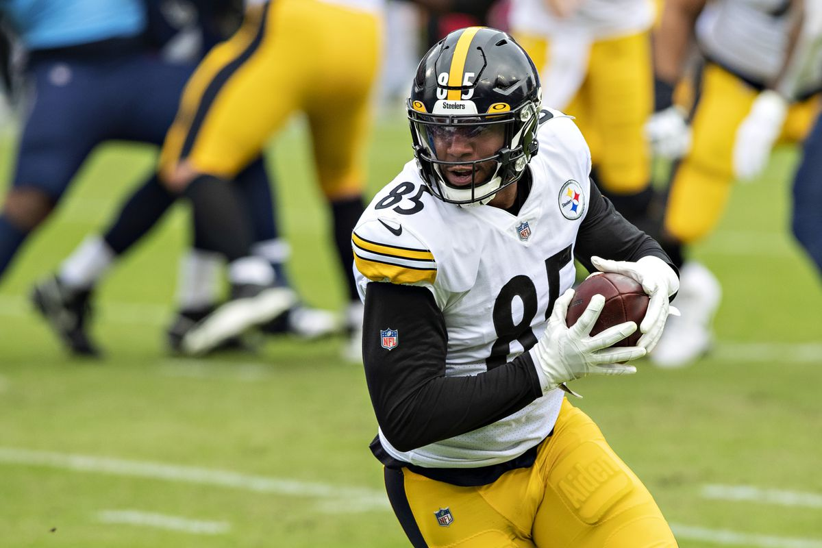 Eric Ebron #85 of the Pittsburgh Steelers runs the ball during a game against the Tennessee Titans at Nissan Stadium on October 25, 2020 in Nashville, Tennessee.