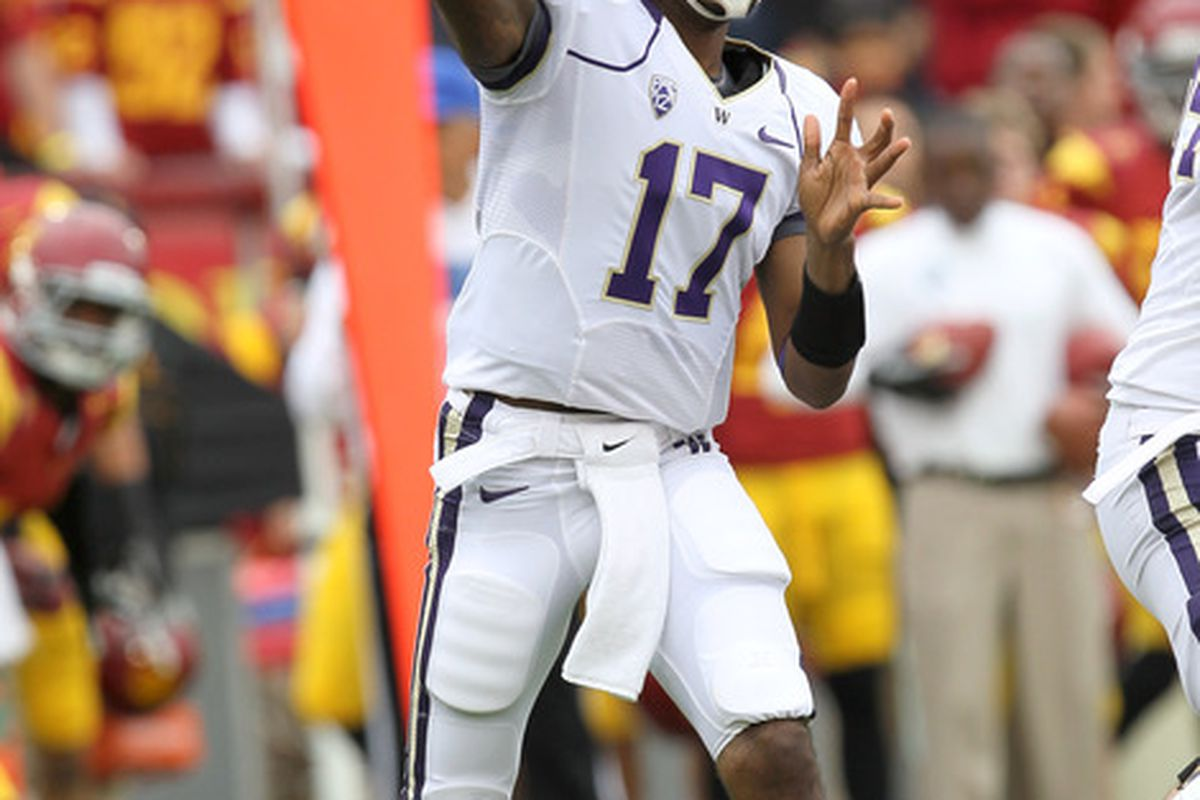 LOS ANGELES, CA - NOVEMBER 12: Quarterback Keith Price #17 of the Washington Huskies throws a a pass against the USC Trojans at the Los Angeles Memorial Coliseum on November 12, 2011 in Los Angeles, California.  (Photo by Stephen Dunn/Getty Images)