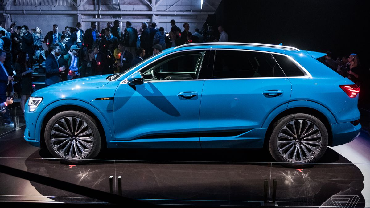 Heres The Etron Audis First Allelectric SUV The Verge - Audi e car