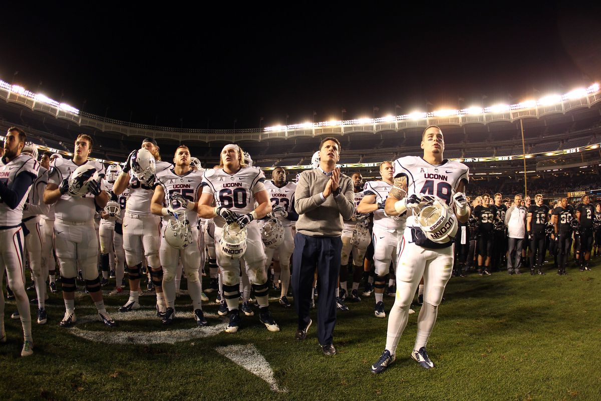 Bob Diaco and the Huskies have their first commitment for the Class of 2016.