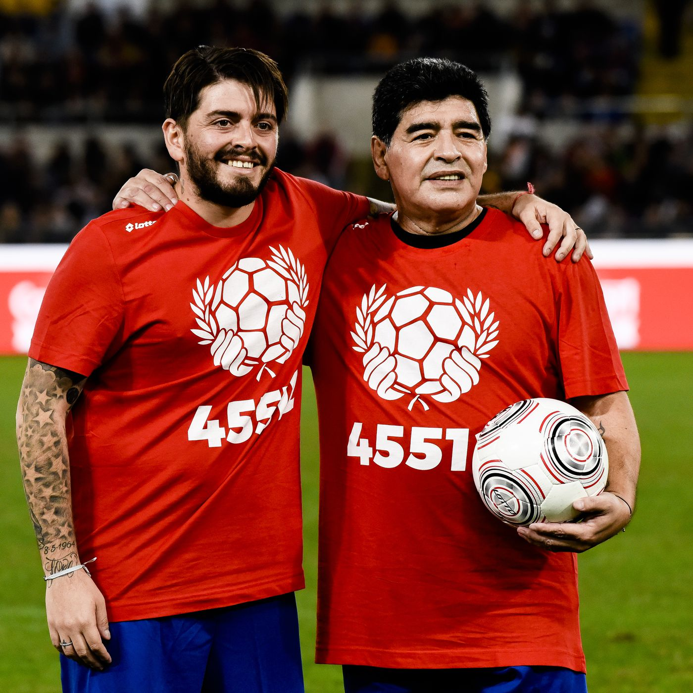 Diego Maradona Biography,  Age,  education,  parents,  father,  mother,   wiki,  date of birth,  family,  wife, football career, daughter,  son,  marriage pics,  awards, net worth, young photo
