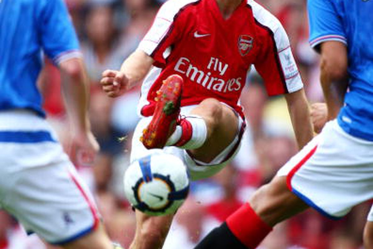 Jack Wilshere of Arsenal passes the ball during the Emirates Cup match between Arsenal and Glasgow Rangers at the Emirates Stadium on August 2, 2009 in London, England. (Photo by Phil Cole/Getty Images)