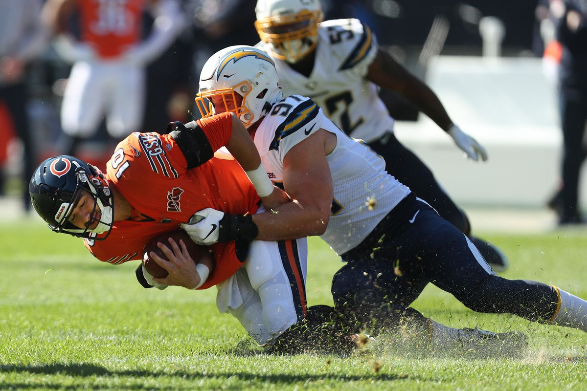 Eddy Pineiros 41-yard field-goal attempt goes wide left and the Bears lose to the Chargers 17-16