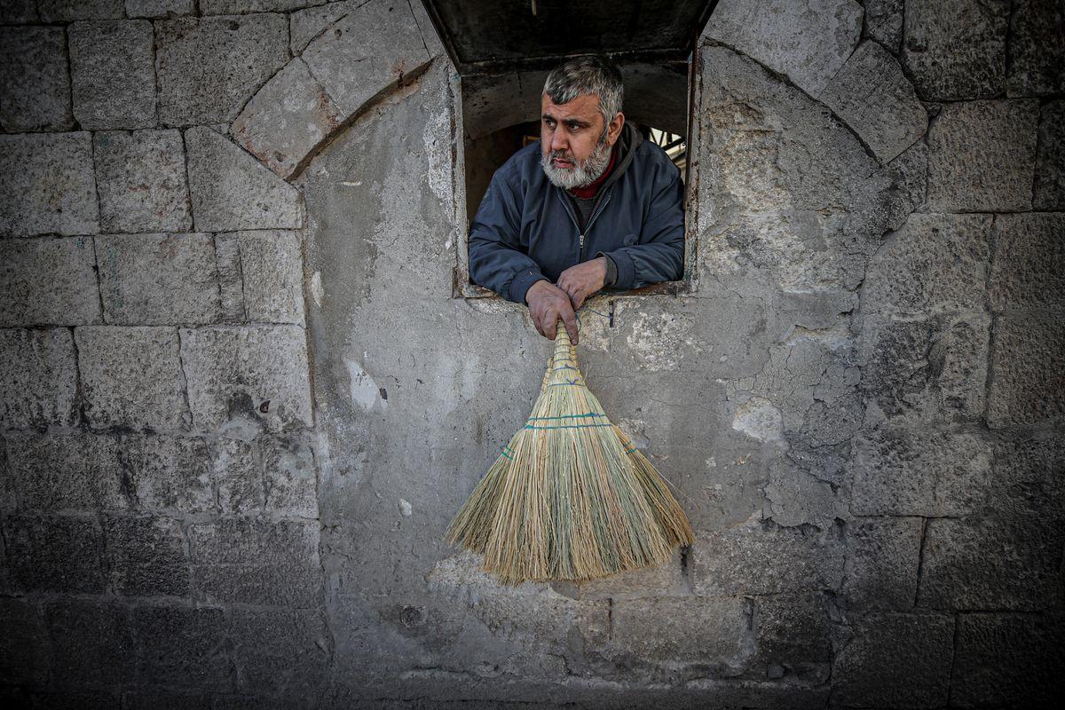 Syrian braid broom craftsman Jamal Miri