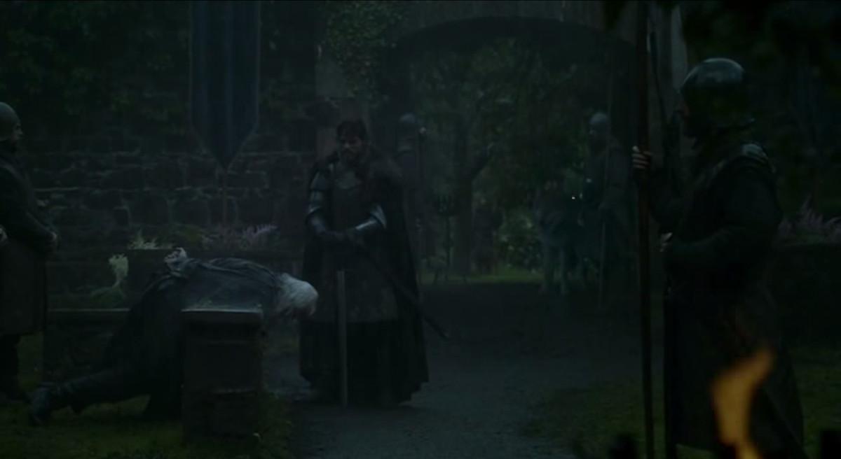 Robb Stark beheads Lord Karstark