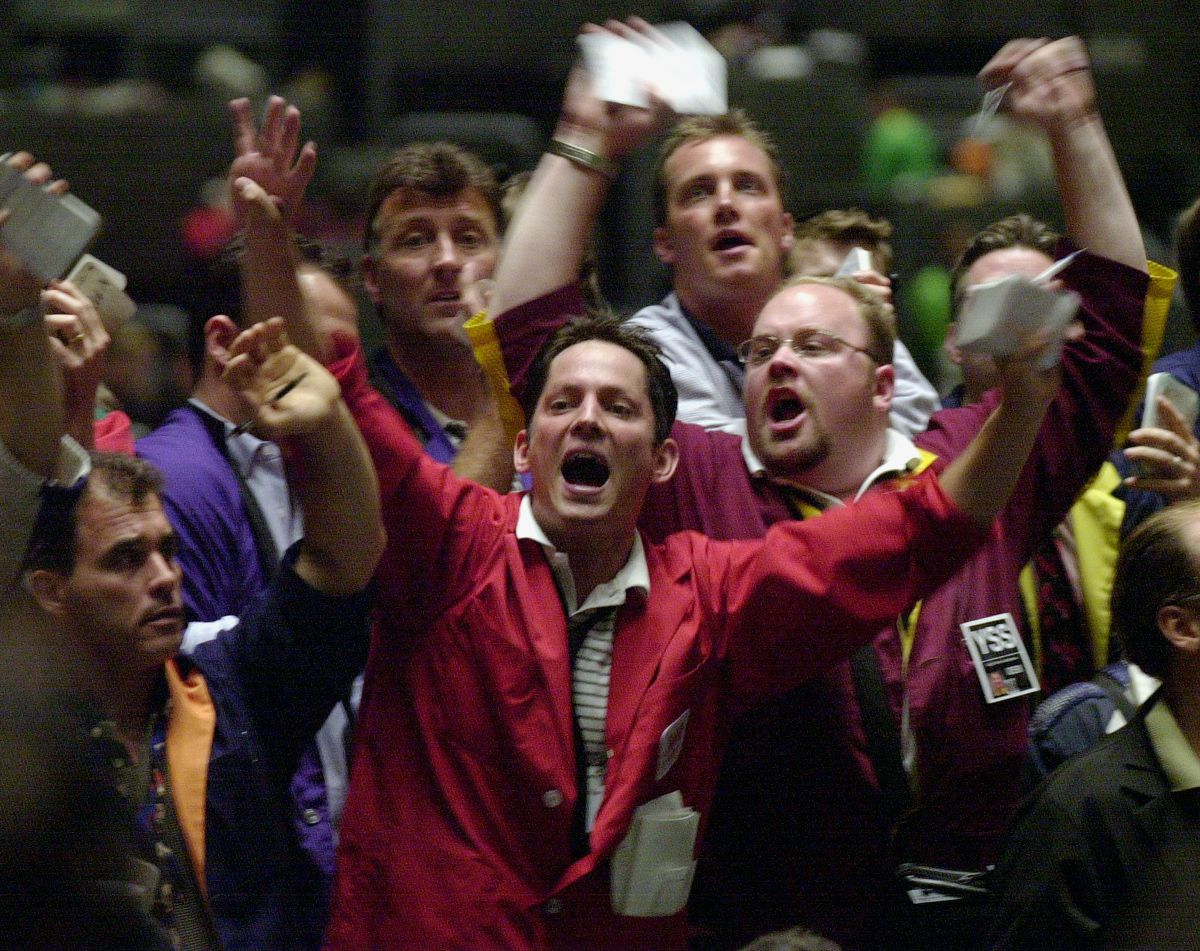 Open outcry trading as it was in 2001 at the Chicago Board of Trade's trading pits, with traders John Murray (center) and Bryan Thomas Shaughnessy (goatee, glasses).