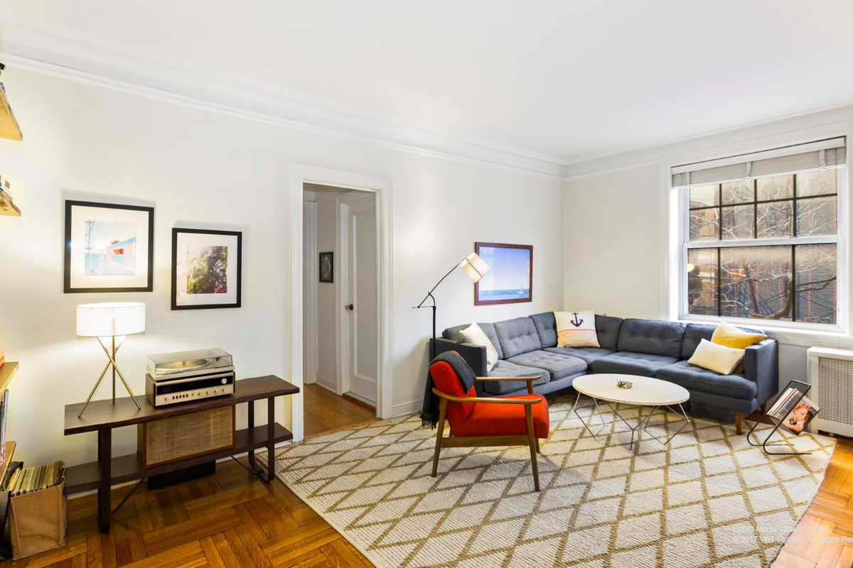 How much for a spacious Brooklyn Heights 1BR co-op? - Curbed NY